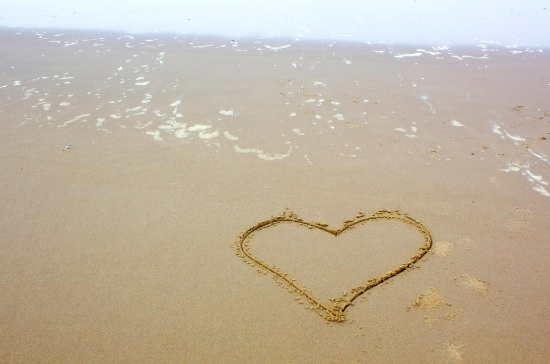 heart-shape-drawn-on-beach_M1pLKyK_